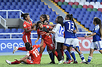 CALI - COLOMBIA, 07-12-2020: Jugadoras del América y Millonarios en acción durante partido por la semifinal vuelta como parte de la Liga Femenina BetPlay DIMAYOR 2020 entre América de Cali y Millonarios F.C. jugado en el estadio Pascual Guerrero de la ciudad de Cali. / Players of America and Millonarios in action during second leg semifinal match as part of Women's BetPlay DIMAYOR 2020 League between America de Cali and Millonarios F.C. played at Pascual Guerrero stadium in Cali. Photo: VizzorImage / Gabriel Aponte / Staff
