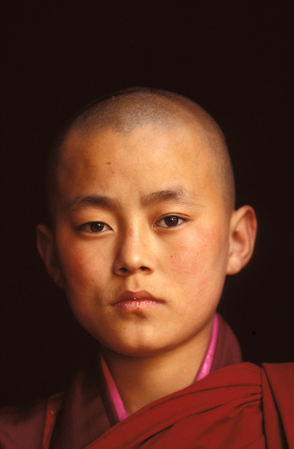 Portrait d'un jeune moine, Paro. *** Portrait of a young monk, Paro.