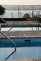 Europe/Turquie/Istanbul :  Jacuzzi en terrasse de  l'Hôtel Ritz Carlton