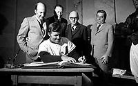 RŽception ˆ l'h™tel de ville de MontrŽal, 7 avril 1970<br /> <br /> On y voit le joueur Ron Fairley, Charles Bronfman, John McHale, le maire Jean Drapeau et le conseiller Maurice Landes.<br /> <br /> PHOTO :  Agence Quebec Presse