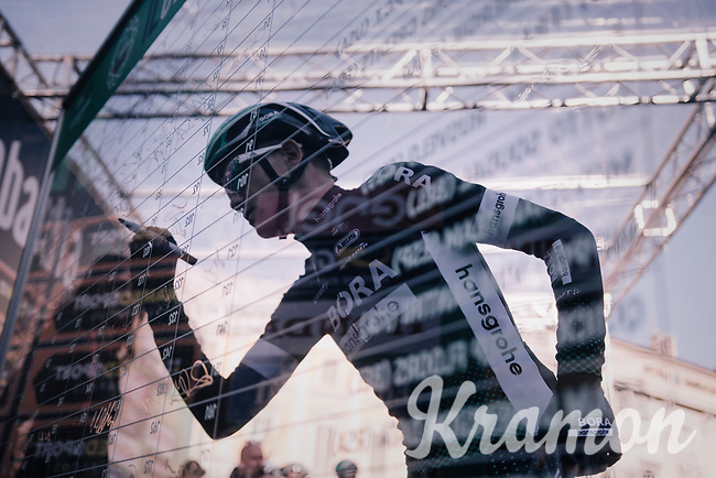 Patrick Konrad (AUT/BORA-hansgrohe) signing on<br /> <br /> Il Lombardia 2017<br /> Bergamo to Como (ITA) 247km