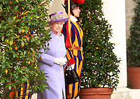 La Regina Elisabetta II d'Inghilterra al suo arrivo in Vaticano per incontrare il Papa, 3 aprile 2014.<br /> Queen Elizabeth II of the United Kingdom arrives to meet the Pope at the Vatican, 3 April 2014.<br /> UPDATE IMAGES PRESSIsabella Bonotto<br /> <br /> STRICTLY ONLY FOR EDITORIAL USE