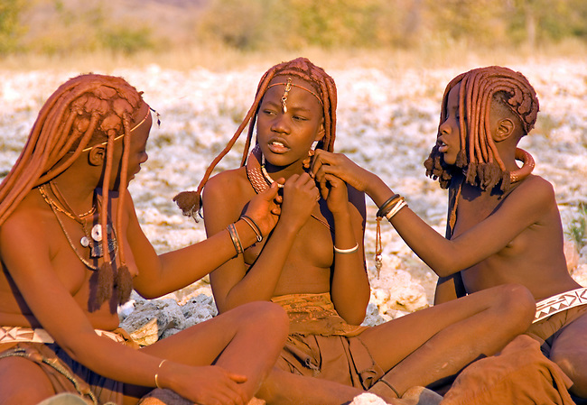 Namibia: Himba teenage girls near Opowu in Kaokaland