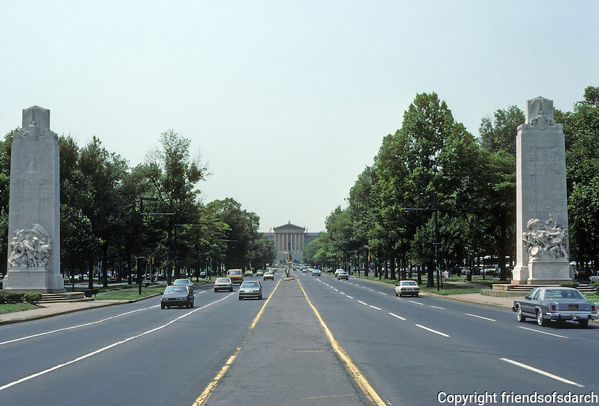 Philadelphia: Franklin Parkway from Logan Circle west to Art Museum. Photo '85.
