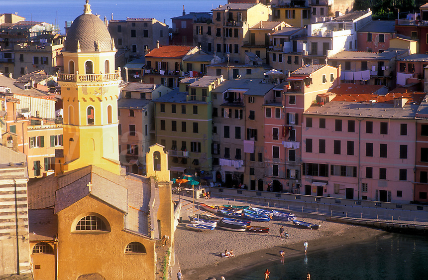Italy, Cinque Terre, Liguria, Vernazza, harbour