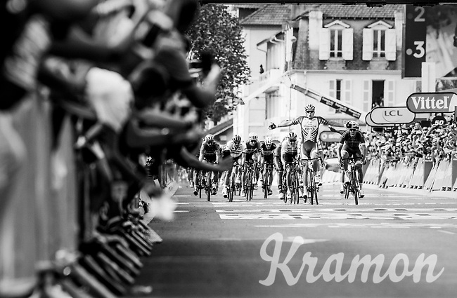 Arnaud Démare (FRA/Groupama-FDJ) wins stage 18 from Trie-sur-Baïse to Pau (172km) in a bunch sprint<br /> <br /> 105th Tour de France 2018<br /> ©kramon