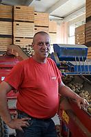 CROATIA, Belica, potato farming at Dodlek Agro / KROATIEN, Belica, Kartoffelanbau bei Familienbetrieb Dodlek Agro, Vater Dodlek
