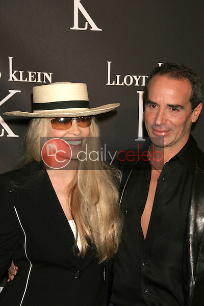 Faye Dunaway and Lloyd Klein<br />at the opening party for the Lloyd Klein Flagship Store. Lloyd Klein Flagship Store, Los Angeles, CA. 11-14-06<br />Dave Edwards/DailyCeleb.com 818-249-4998