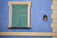Europe/France/Provence-Alpes-Côtes d'Azur/06/Alpes-Maritimes/Alpes-Maritimes/Arrière Pays Niçois/La Brigue: Détail habitat Fenêtre et ex-voto