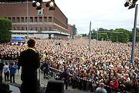 Oslo, 20110725. Rosemarkering, Rådhusplassen. Jens Stoltenberg taler. Foto: Eirik Helland Urke / Dagbladet