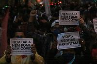 RJ. Rio de Janeiro. 13.05.2021.PROTESTO Manifestantes protestam contra o genocídio do povo negro e a chacina na favela do Jacarezinho neste 13.05  dia que é comemorada a abolição da escravatura. Candelaria,  centro. ( Foto: Ellan Lustosa / Codigo19).