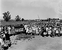groupe avec du Coca-cola, date inconnu, années 50