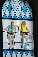 Europe/France/Aquitaine/40/Landes/Labastide-d'Armagnac: Chapelle Notre Dame des Cyclistes - cette  petite chapellle romane du XI est vouée depuis 1959 au  héros du Tour de France Vitrail pein t par l'ancien coureur cycliste Henri Anglade Copi et Koblet