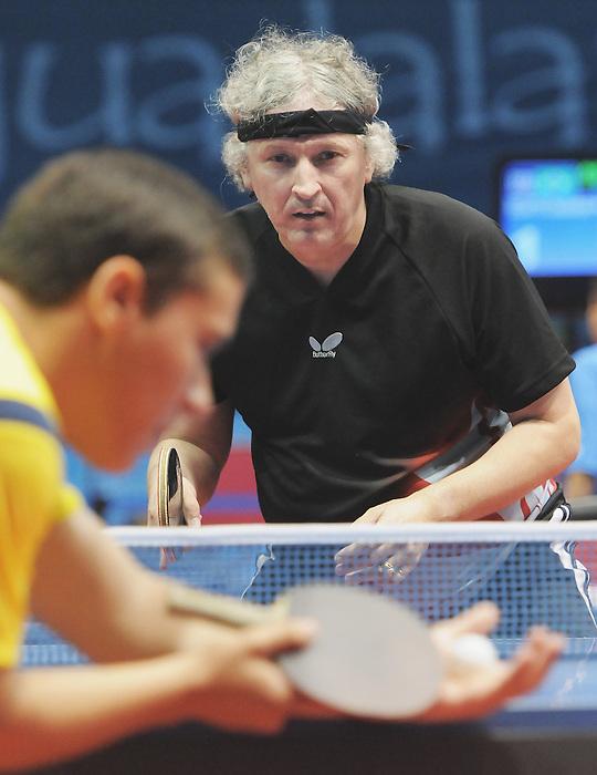 Ian Kent, Guadalajara 2011 - Para Table Tennis // Paratennis de table.<br /> Ian Kent during his Class 8 Gold Medal game // Ian Kent lors de son match pour la médaille d'or de classe 8. 11/15/2011.