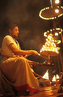 "Asien Indien IND Benares Varanasi Kashi .Festival Shivaratri am heiligen Flu§ Ganges - Religion Hinduismus Hindu Fest Shiva Verehrung heilig Gott G?tter Feuer Flamme Puja indisch Inder Priester Brahmane xagndaz | .Asia India Varanasi .Shivaratri festival at river Ganga -religion hinduism go shiva fire flame puja brahmin priest  .| [copyright  (c) agenda / Joerg Boethling , Veroeffentlichung nur gegen Honorar und Belegexemplar an / royalties to: agenda  Rothestr. 66  D-22765 Hamburg  ph. ++49 40 391 907 14  e-mail: boethling@agenda-fototext.de  www.agenda-fototext.de  Bank: Hamburger Sparkasse BLZ 200 505 50 kto. 1281 120 178  IBAN: DE96 2005 0550 1281 1201 78 BIC: ""HASPDEHH""] [#0,26,121#]"