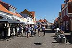 Denmark, Jutland, Skagen: Shops along the main street, Sankt Laurentii Vej | Daenemark, Juetland, Skagen: Einkaufsbummel am Sankt Laurentii Vej