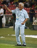 BUCARAMANGA-COLOMBIA, 07-03-2020: Julio Comesaña, tecnico de Atletico Junior, durante partido entre Atletico Bucaramanga y Atletico Junior, de la fecha 8 por la Liga BetPlay DIMAYOR I 2020, jugado en el estadio Alfonso Lopez de la ciudad de Bucaramanga. / Julio Comesaña, coach of Atletico Junior, during a match between Atletico Bucaramanga and Atletico Junior, of the 8th date for the BetPlay DIMAYOR I Legauje 2020 at the Alfonso Lopez stadium in Bucaramanga city. / Photo: VizzorImage / Jaime Moreno / Cont.