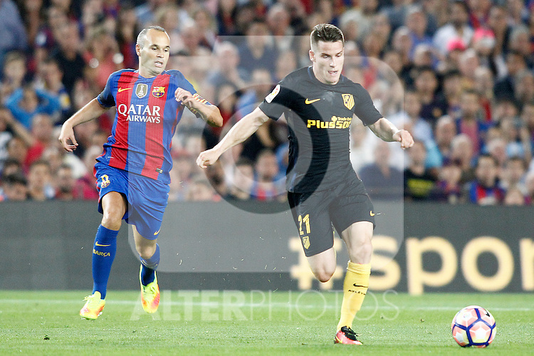 FC Barcelona's Andres Iniesta (l) and Atletico de Madrid's Kevin Gameiro during La Liga match. September 21,2016. (ALTERPHOTOS/Acero)