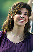 """MARISA TOMEI 2002<br /> ON LOCATION FILMING THE MOVIE<br /> """"ANGER MANAGEMENT""""<br /> Photo By John Barrett/PHOTOlink"""