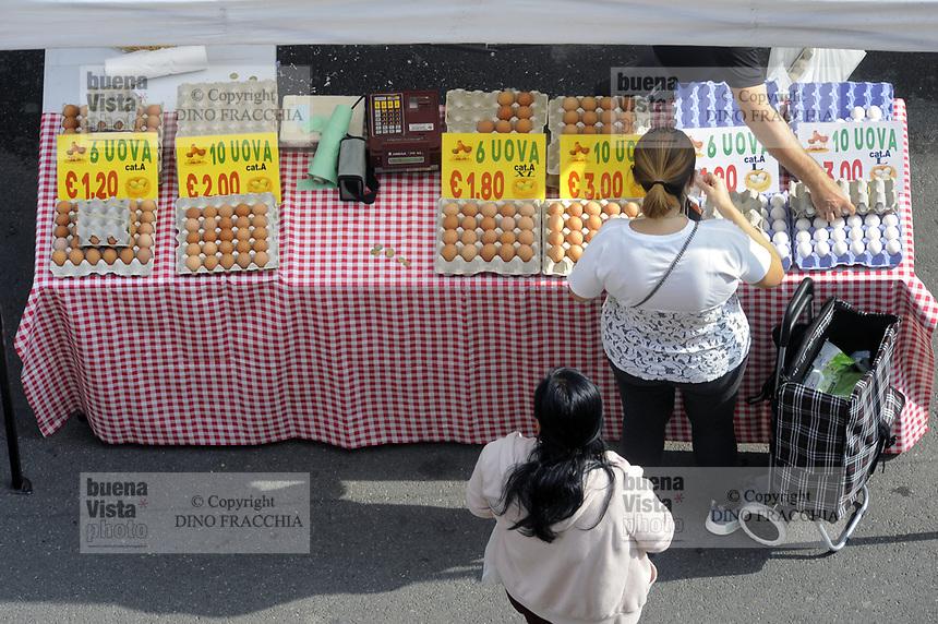 - Milan, street market, eggs stall <br /> <br /> - Milano, mercato rionale, bancarella di uova
