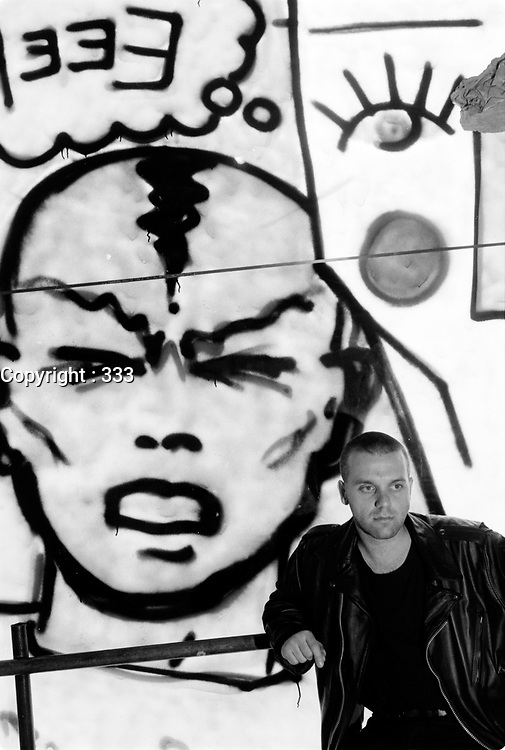 Portrait de l'artiste Zilon devant une de ses oeuvres, date inconnue,<br /> probalement dans les annees 80.<br /> <br /> <br /> PHOTO :  Agence Quebec Presse