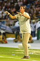 BARRANQUILLA - COLOMBIA .1-12-2019:Alexabdre Guimaraes director técnico del América de Cali ante el Atlétco Junior durante primer  partido por la final  de la Liga Águila II 2019 jugado en el estadio Metropolitano Roabdre berto Meléndez de la ciudad de Barranquilla. /Alexabdre Guimaraes coach of America Cali  agaisnt of Atletico Junior  during the firts final match  of the Liga Aguila II 2019 played at the Metropolitano Roberto Melendez  Stadium in Barranquilla  city. Photo: VizzorImage / Alfonso Cervantes / Contribuidor/