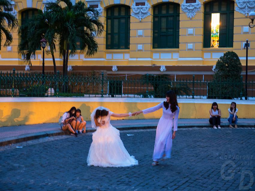Wedding shoot and Photography outside the Saigon Post office in central Saigon