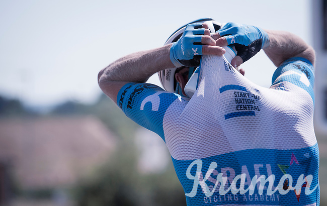 as it is scorching hot, keeping cool & hydrated is essential <br /> <br /> 14th Strade Bianche 2020<br /> Siena > Siena: 184km (ITALY)<br /> <br /> delayed 2020 (summer!) edition because of the Covid19 pandemic > 1st post-Covid19 World Tour race after all races worldwide were cancelled in march 2020 by the UCI