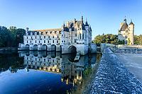 France, Indre-et-Loire (37), Chenonceaux, façade est du château sur le Cher et la tour des Marques