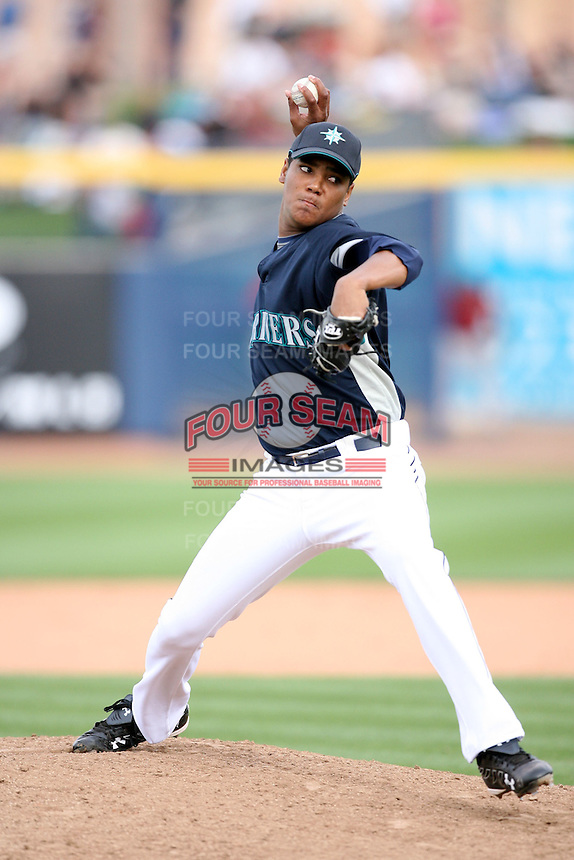 March 8, 2009: Luis Munoz (64) of the Seattle Mariners at Peoria Sports Complex in Peoria, AZ.  Photo by: Chris Proctor/Four Seam Images