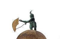 La statua della Fortuna sul tetto della Dogana da Mar a Venezia.<br /> The Fortune statue on the roof of the Dogana da Mar, in Venice. <br /> UPDATE IMAGES PRESS/Riccardo De Luca