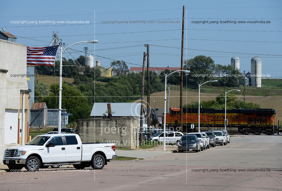 USA, Nebraska, Omaha Reservation, town Walthill, railway crossing, BNSF locomotive