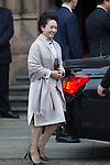 © Joel Goodman - 07973 332324 . 23/10/2015 . Manchester , UK . The Chinese president's wife PENG LIYUAN , leaves Manchester Town Hall during a Chinese state visit to the United Kingdom . Photo credit : Joel Goodman