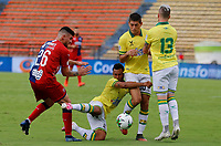 MEDELLIN - COLOMBIA, 10-11-2020: Carlos Monges del Medellín disputa el balón con German Gutierrez de Bucaramanga durante partido por la fecha 19 entre Deportivo Independiente Medellín y Atlético Bucaramanga como parte de la Liga BetPlay DIMAYOR I 2020 jugado en el estadio Atanasio Girardot de la ciudad de Medellín. / Carlos Monges of Medellin vies for the ball with German Gutierrez of Bucaramanga during atch for the date 19 between Deportivo Independiente Medellin and Atletico Bucaramanga as a part BetPlay DIMAYOR League I 2020 played at Atanasio Girardot stadium in Medellin city. Photo: VizzorImage / Donaldo Zuluaga / Cont