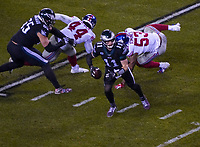 quarterback Carson Wentz (11) of the Philadelphia Eagles gegen linebacker Oshane Ximines (53) of the New York Giants - 09.12.2019: Philadelphia Eagles vs. New York Giants, Monday Night Football, Lincoln Financial Field