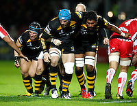 Photo: Richard Lane/Richard Lane Photography. Gloucester Rugby v London Wasps. Aviva Premiership. 02/11/2013 Wasps forwards (lt to rt) Carlo Festuccia, James Haskell and Nathan Hughes drive on.