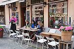 Sweden, Vaestra Goetaland County, Gothenburg - Haga District: Outdoor cafe along Haga Nygata | Schweden, Vaestra Goetalands laen, Goeteborg: Strassencafé im Stadtviertel Haga