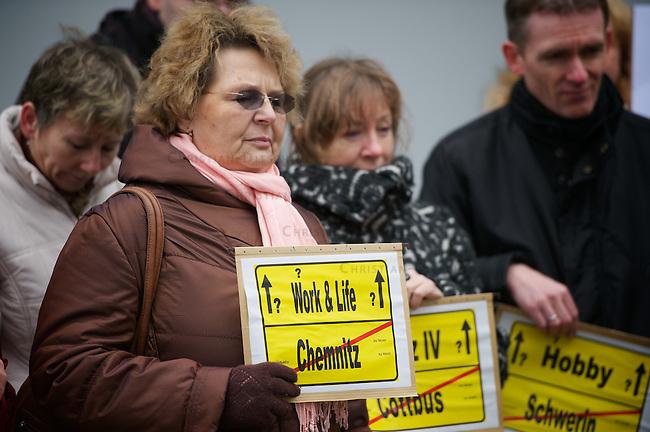 Proteste gegen Standortreduzierungen bei der Telekom.<br /> Bundesweit protestierten am Freitag den 18. Maerz 2011 Mitarbeiter der Deutschen Telekom gegen geplante Standortreduzierungen. Die Telekom plant die Schliessung von 105 Standorten beim Vertrieb und Service, sowie die Schliessung von 91 Standorten im Bereich IT-Technik.<br /> Im Bild: Proteste vor der Telekom in Berlin-Wedding.<br /> 18.3.2011, Berlin<br /> Foto: Christian-Ditsch.de<br /> [Inhaltsveraendernde Manipulation des Fotos nur nach ausdruecklicher Genehmigung des Fotografen. Vereinbarungen ueber Abtretung von Persoenlichkeitsrechten/Model Release der abgebildeten Person/Personen liegen nicht vor. NO MODEL RELEASE! Don't publish without copyright Christian-Ditsch.de, Veroeffentlichung nur mit Fotografennennung, sowie gegen Honorar, MwSt. und Beleg. Konto:, I N G - D i B a, IBAN DE58500105175400192269, BIC INGDDEFFXXX, Kontakt: post@christian-ditsch.de]