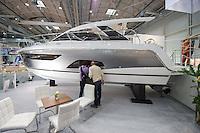"""55. Internationale Bootsmesse """"hanseboot"""" vom 25. Oktober bis 2. November 2014 zeigt alles rund um den Bootssport. Von Luxusyachten bis zum Kanu oder den einfachen Ruderboot und dem entsprechenden Zubehoer.<br /> Im Bild: Messebesucher betrachten eine Motoryacht """"Sealine 330"""" fuer 172.400,- €.<br /> 27.10.2014, Hamburg<br /> Copyright: Christian-Ditsch.de<br /> [Inhaltsveraendernde Manipulation des Fotos nur nach ausdruecklicher Genehmigung des Fotografen. Vereinbarungen ueber Abtretung von Persoenlichkeitsrechten/Model Release der abgebildeten Person/Personen liegen nicht vor. NO MODEL RELEASE! Don't publish without copyright Christian-Ditsch.de, Veroeffentlichung nur mit Fotografennennung, sowie gegen Honorar, MwSt. und Beleg. Konto: I N G - D i B a, IBAN DE58500105175400192269, BIC INGDDEFFXXX, Kontakt: post@christian-ditsch.de<br /> Urhebervermerk wird gemaess Paragraph 13 UHG verlangt.]"""