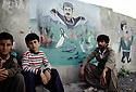 Irak 1992  Caricature de Saddam Hussein sur un mur d'Halabja   Iraq 1992  Saddam Hussein's caricature on a wall in Halabja