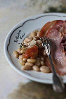 Europe/France/Poitou-Charentes/79/Deux-Sèvres/Marais Poitevin/Coulon: Le Jambon mojettes à la maraichine  recette de Jean-Paul Guenanten Restaurant: Le Central