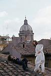 GINA LOLLOBRIGIDA FOTOGRAFA SUI TETTI DI ROMA 1980