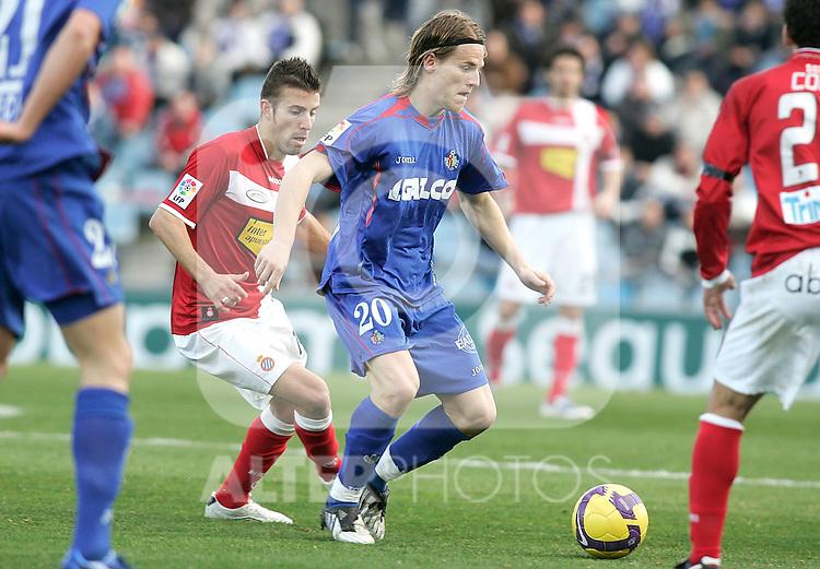 Getafe's Eugene Polanski in duel during La Liga match, February 08, 2009. (ALTERPHOTOS).