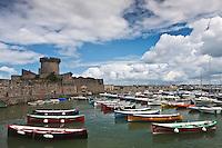 Europe/France/Aquitaine/64/Pyrénées-Atlantiques/Pays-Basque/Ciboure: Port et Fort de Socoa et les Batels ou Batteleku , ces anciennes  barques de pêche servent désormais à des compétitions