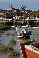 Europe/France/Picardie/80/Somme/Baie de Somme/Le Crotoy: Vieux bateaux de pêche et la sation