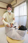 A therapist wraps a woman in cloth during an Otonamaki (adult wrapping) therapy session on February 4, 2017, Tokyo, Japan. Otonamaki is a Japanese therapeutic method to reduce stiffness and posture problems. A participant, monitored by a health care professional is wrapped in a large piece of breathable cloth, like a sheet, to alleviate posture problems and body stiffness for about 15 to 20 minutes. The therapy comes from Ohinamaki, the practice of wrapping up babies in cloth in a similar way to give them a feeling of security and help them with their physical development. (Photo by Rodrigo Reyes Marin/AFLO)