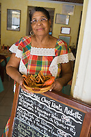 "France/DOM/Martinique/Grand-Rivière : Arlette et sa marmite du pêcheur  dans son  Restaurant ""Chez Tante Arlette"" [Non destiné à un usage publicitaire - Not intended for an advertising use]"