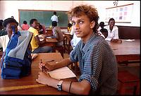 Mozambico, alunno di un istituto tecnico a Pemba.