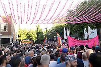 Des centaines de personnes participent a une vigile dans le village gai de Montreal, jeudi 16 juin 2016,suite a la tuerie d'orlando. <br /> <br /> De nombreux politiciens on parlé, notamment le Premier Ministre Quebecois Philippe Couillard, qui a ete victime d'agression de la part d'un militant<br /> <br /> PHOTO : Pierre Roussel -  Agence Quebec Presse