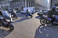 - Milan, traffic of motorcycles and mopeds<br /> <br /> - Milano, traffico di motociclette e ciclomotori